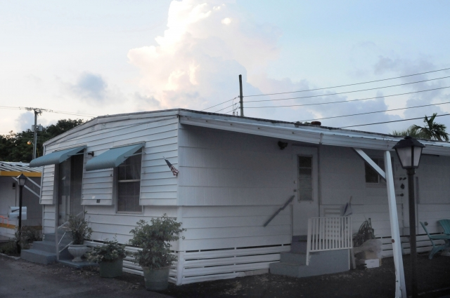1978 Dutch Manor Home of Merit Double Wide Mobile Home For Sale